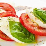 Recept salade caprese van tomaten met mozzarella