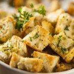Croutons maken voor je soep of salade van oud brood