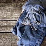 Vijf tips om je spijkerbroek mooi te houden in de was